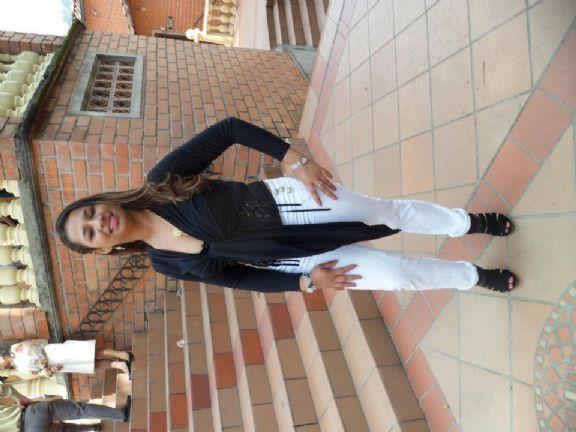 Lindakaty, Chica de Robledo buscando conocer gente