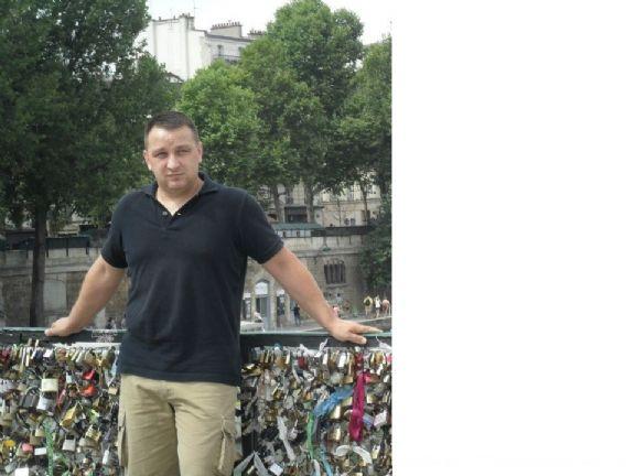 Odinco, Hombre de Paris buscando una relación seria
