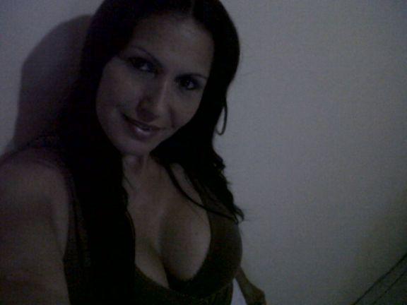 Parejabierta, Mujer de Caracas buscando pareja