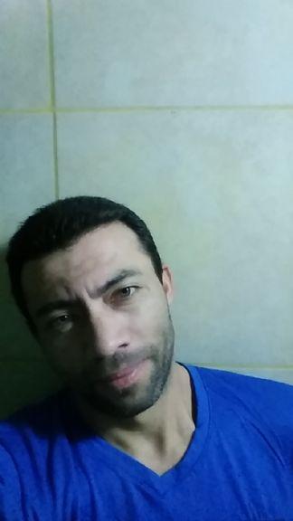 Osbaldo1, Hombre de Ezeiza buscando amigos
