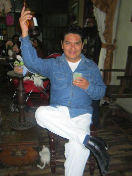 Peruanover, Chico de 24 de Febrero buscando una cita ciegas
