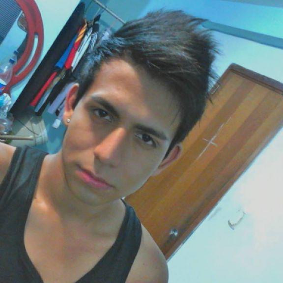 Angelo, Chico de Caracas buscando amigos