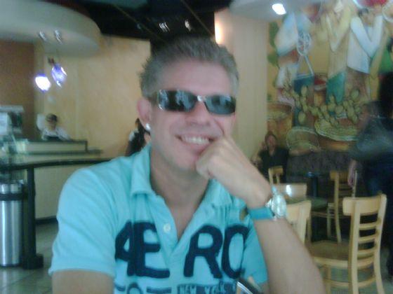 Heber, Hombre de Tegucigalpa buscando conocer gente