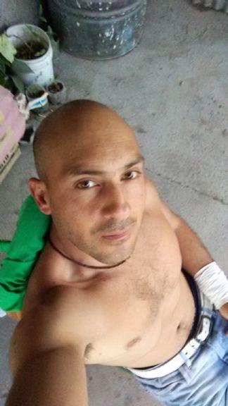 Omar, Hombre de Trelew buscando una cita ciegas