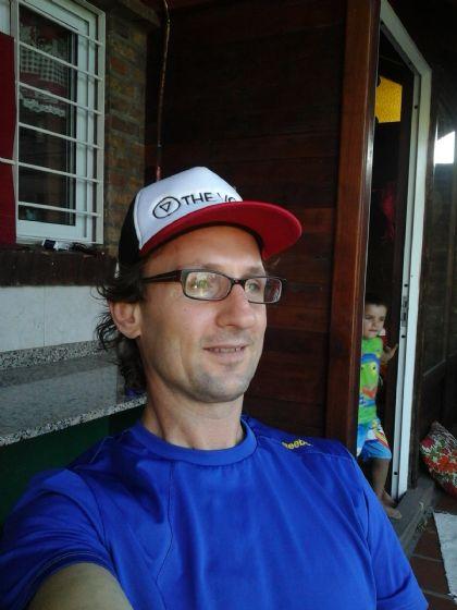 Leandro, Hombre de Rosario buscando una cita ciegas