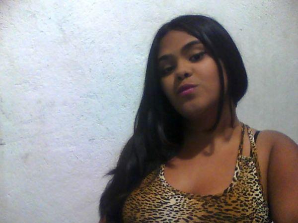 Laura acevedo, Chica de Medellín buscando conocer gente