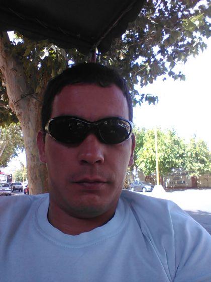 Luis, Hombre de San Rafael buscando una cita ciegas