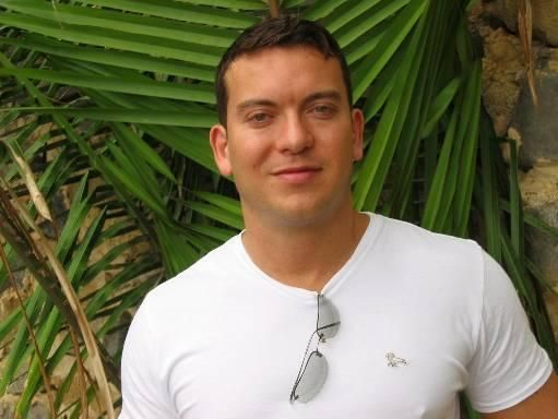 Carlos r, Hombre de Bogotá buscando una cita ciegas
