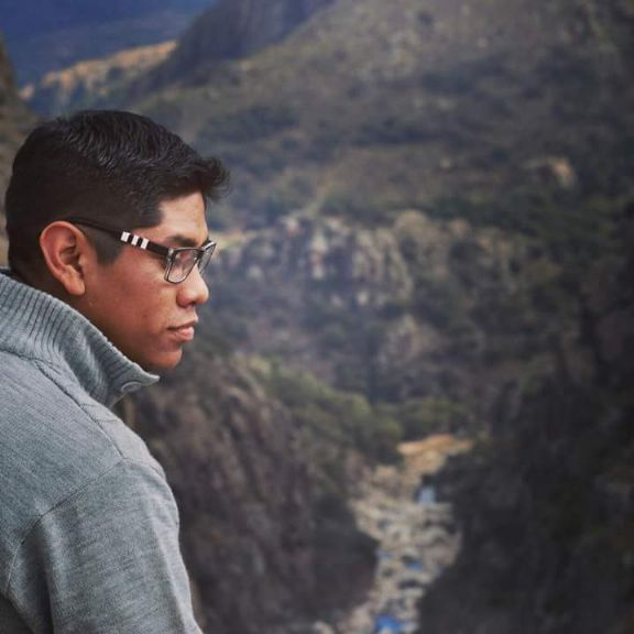 Emiliano, Chico de Córdoba buscando conocer gente