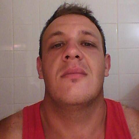 Luis, Hombre de Santa Elena buscando una cita ciegas