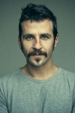 Héctor, Hombre de Barcelona buscando amigos