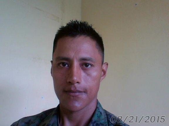 Miguel, Hombre de Quito buscando conocer gente