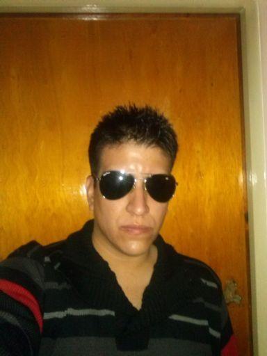 Eduardo, Chico de San Juan buscando amigos