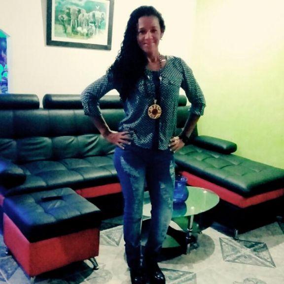 Ada, Mujer de Cesar buscando pareja