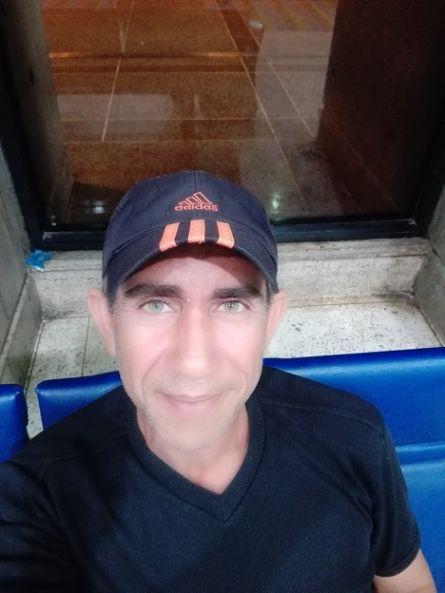 Arnold, Hombre de Puerto La Cruz buscando una cita ciegas
