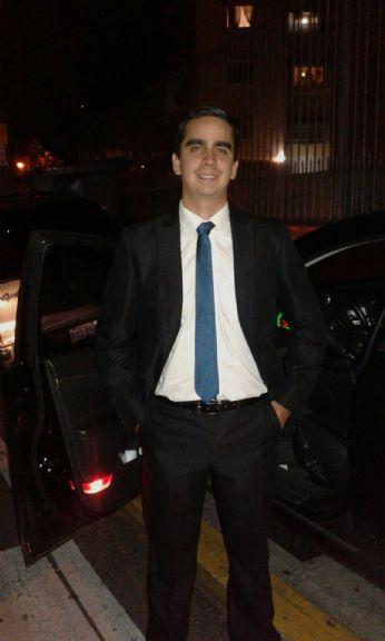 Rafael, Chico de Caracas buscando una cita ciegas