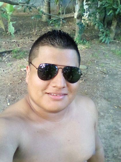Nicolas , Chico de Chiriquí buscando una cita ciegas