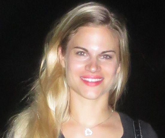 Amalia, Chica de Santiago de Cuba buscando una cita ciegas