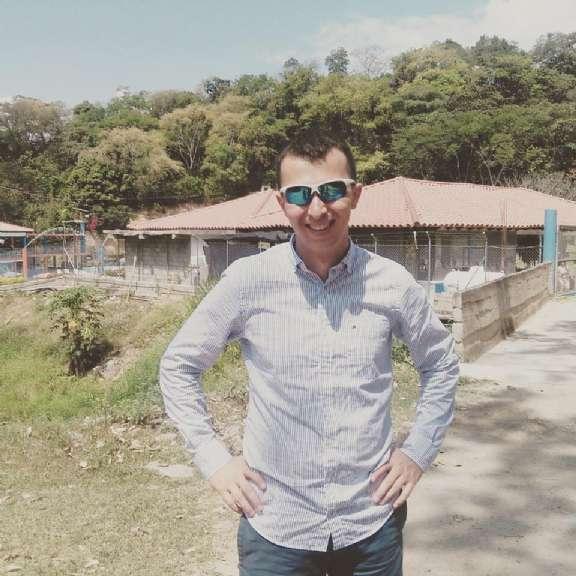 Julian, Chico de Medellín buscando conocer gente