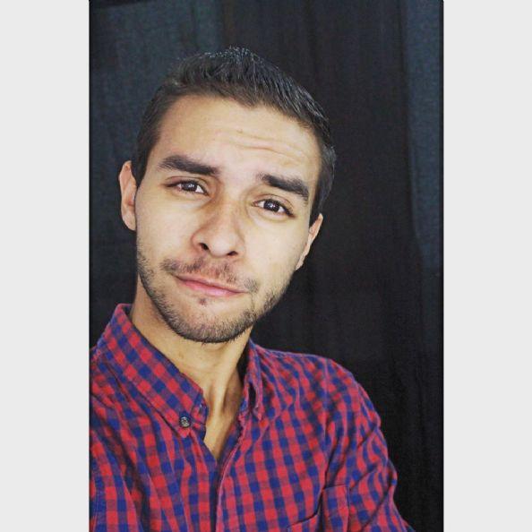 Hector, Chico de Caracas buscando conocer gente