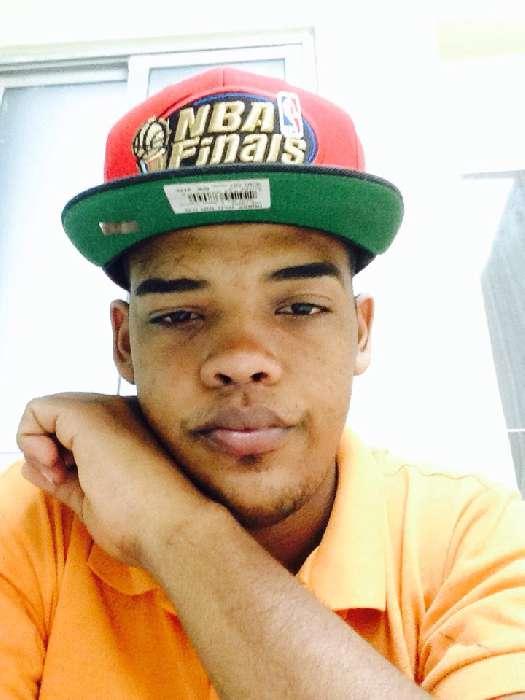 Yizzy, Chico de Santo Domingo buscando conocer gente
