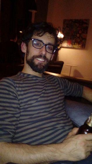 Fran, Hombre de Cádiz buscando una cita ciegas