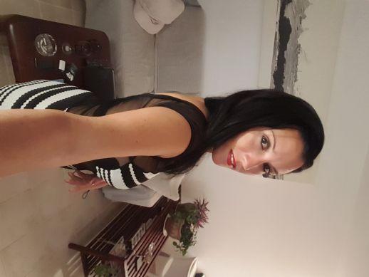 Dania espinosa, Mujer de Holguín buscando conocer gente