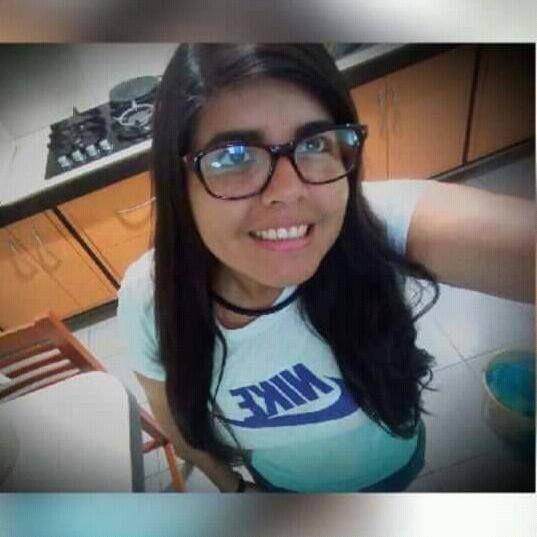 Kalanys, Chica de Caracas buscando una cita ciegas