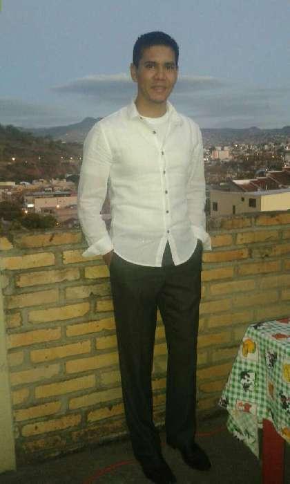Josua, Hombre de Tegucigalpa buscando una cita ciegas