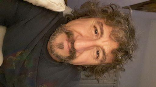 Toni, Hombre de Mar del Plata buscando una cita ciegas