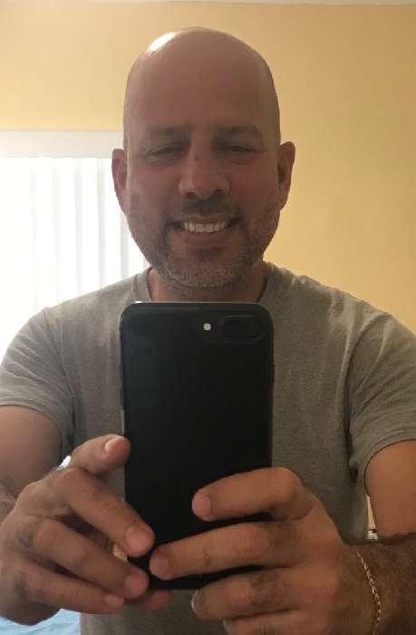 Alex, Hombre de Miami buscando pareja