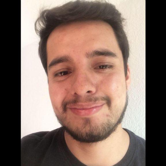 Cesar, Chico de Quito buscando conocer gente
