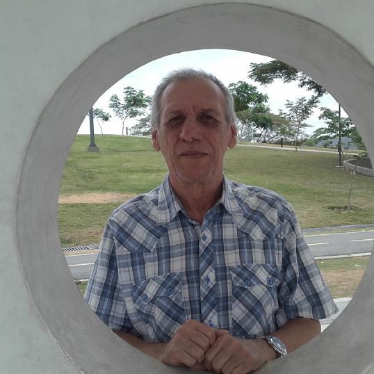 Roberto , Hombre de Portoviejo buscando una cita ciegas