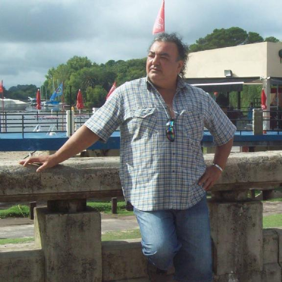 Enrique, Hombre de Quilmes buscando conocer gente