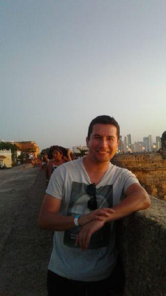 Javier, Hombre de Bogotá buscando una cita ciegas