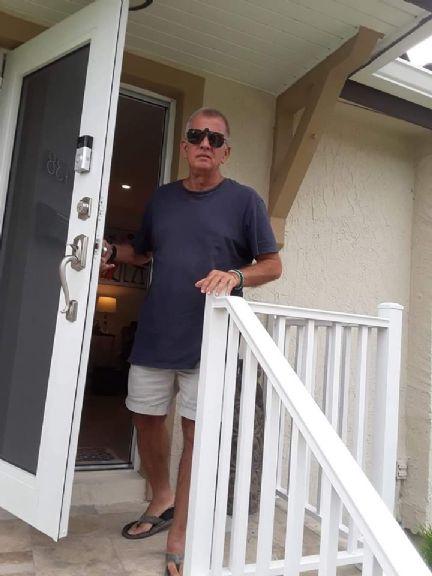 Juan marrase, Hombre de Miami buscando conocer gente