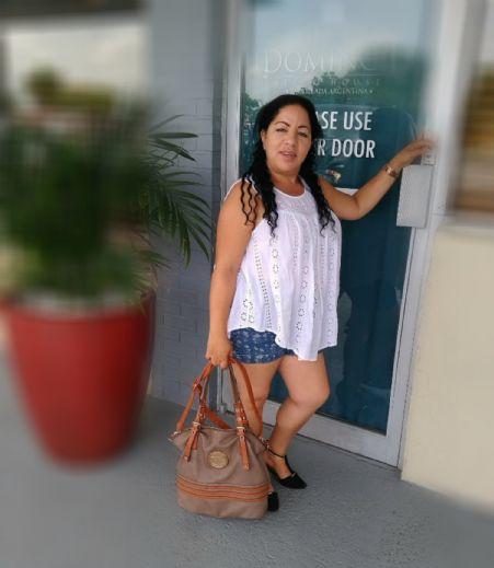 Aracelis emes, Mujer de Miami buscando conocer gente