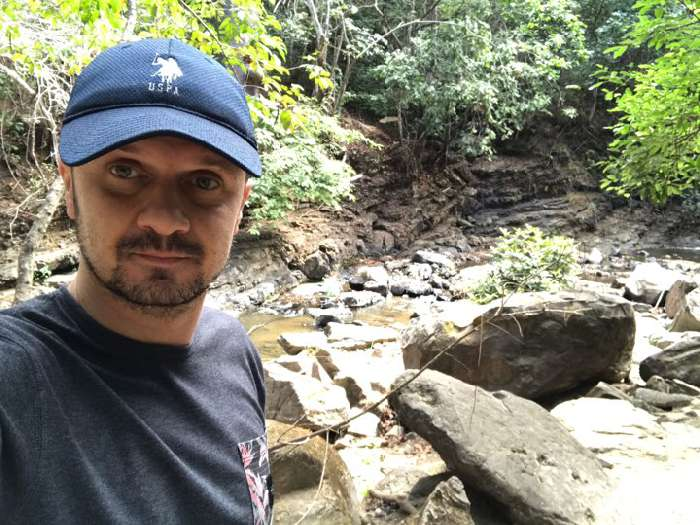 Mari, Hombre de Guayaquil buscando una cita ciegas
