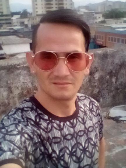 Daniel, Chico de Valencia buscando conocer gente