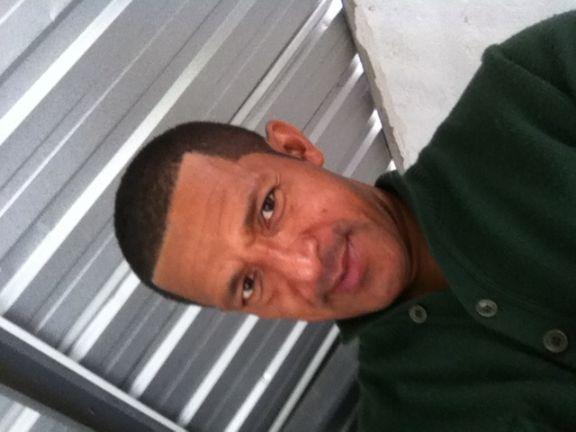 Javier, Hombre de Quito buscando amigos