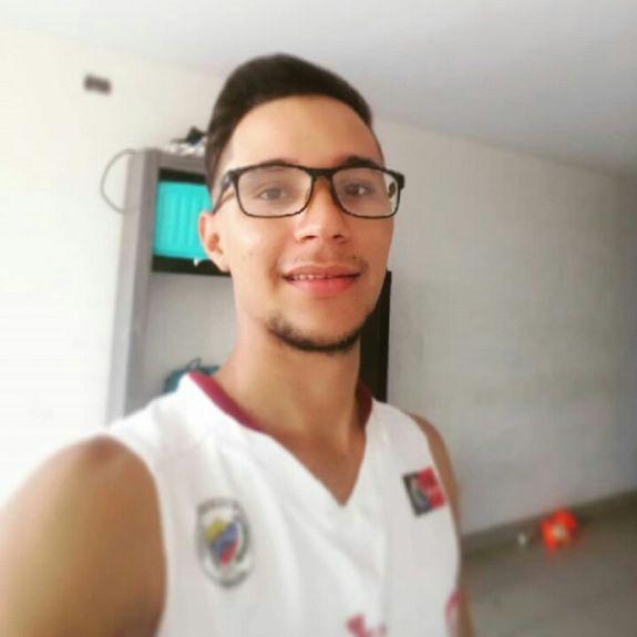 Jhulio, Chico de Villa EL Salvador buscando una cita ciegas