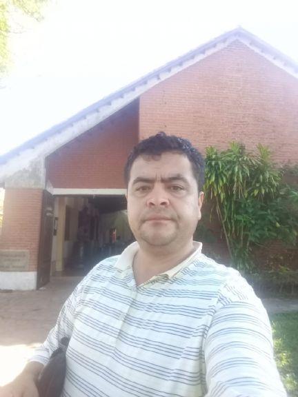 Rivarola, Hombre de Santa Cruz de la Sierra buscando conocer gente