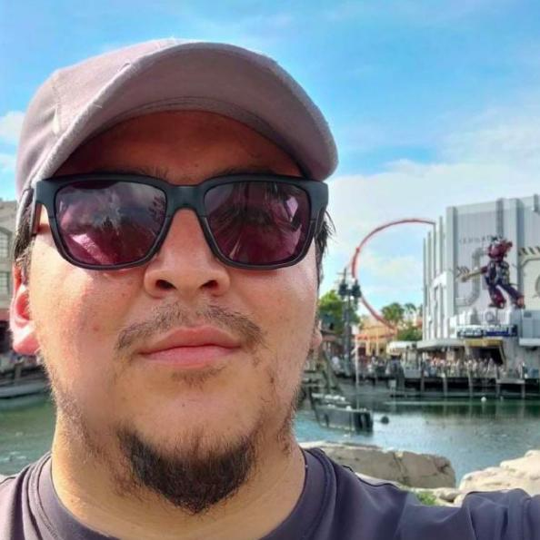 David, Hombre de Quito buscando una cita ciegas
