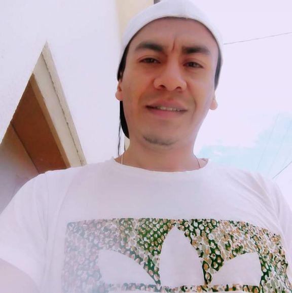 Dario, Chico de Quito buscando amigos