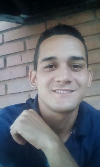 Álvaro, Chico de Caracas buscando una cita ciegas