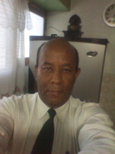 Ali, Hombre de Caracas buscando amigos