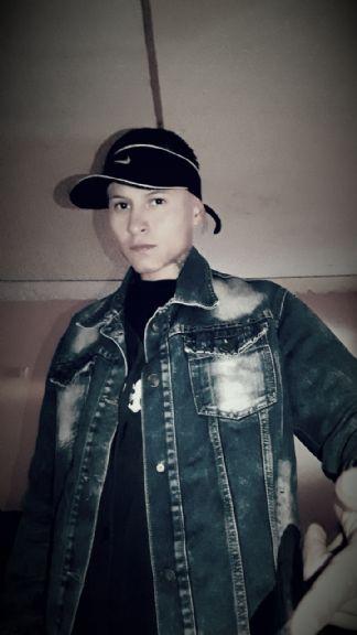 Edgar, Chico de Bogotá buscando conocer gente