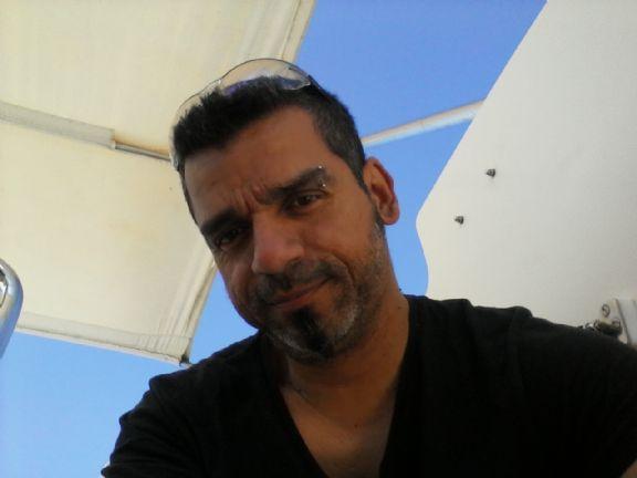 Mauro, Hombre de Elda buscando una cita ciegas