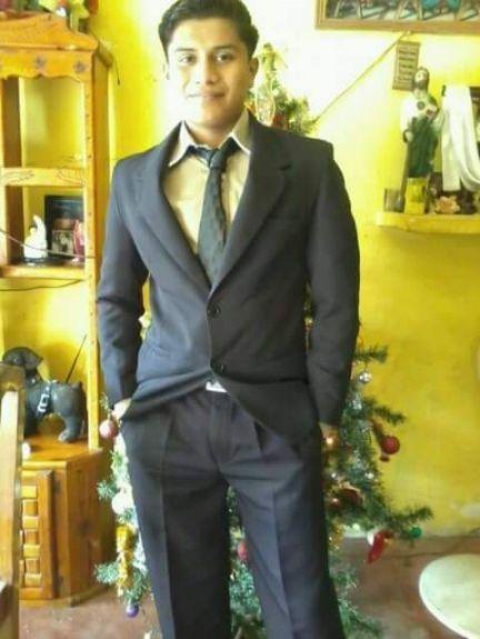 Alejandro, Chico de Villahermosa buscando amigos