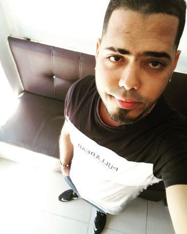 Dan lauris, Chico de Santo Domingo buscando pareja